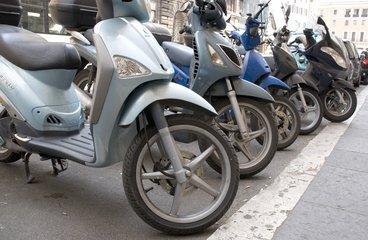 https://roadtransportshow.nl/in-het-bezit-van-een-scooter-neem-er-een-windscherm-bij/